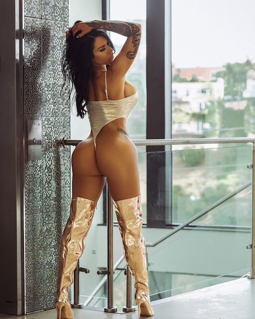 Savanna Rehm Hot & Sexy pics