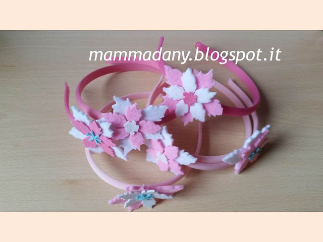 Cerchietti di natale con stelle di natale rosa e bianche