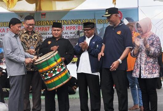 Empat Pilar Disosialisasikan Melalui Pergelaran Seni Budaya Tradisional Minangkabau