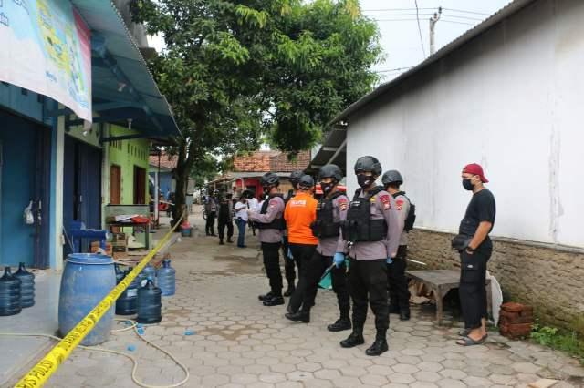 Densus 88/AT Mabes Polri, Amankan 3 Terduga Teroris Di Serang Banten >> https://www.onlinepantura.com/2020/04/densus-88at-mabes-polri-amankan-3.html