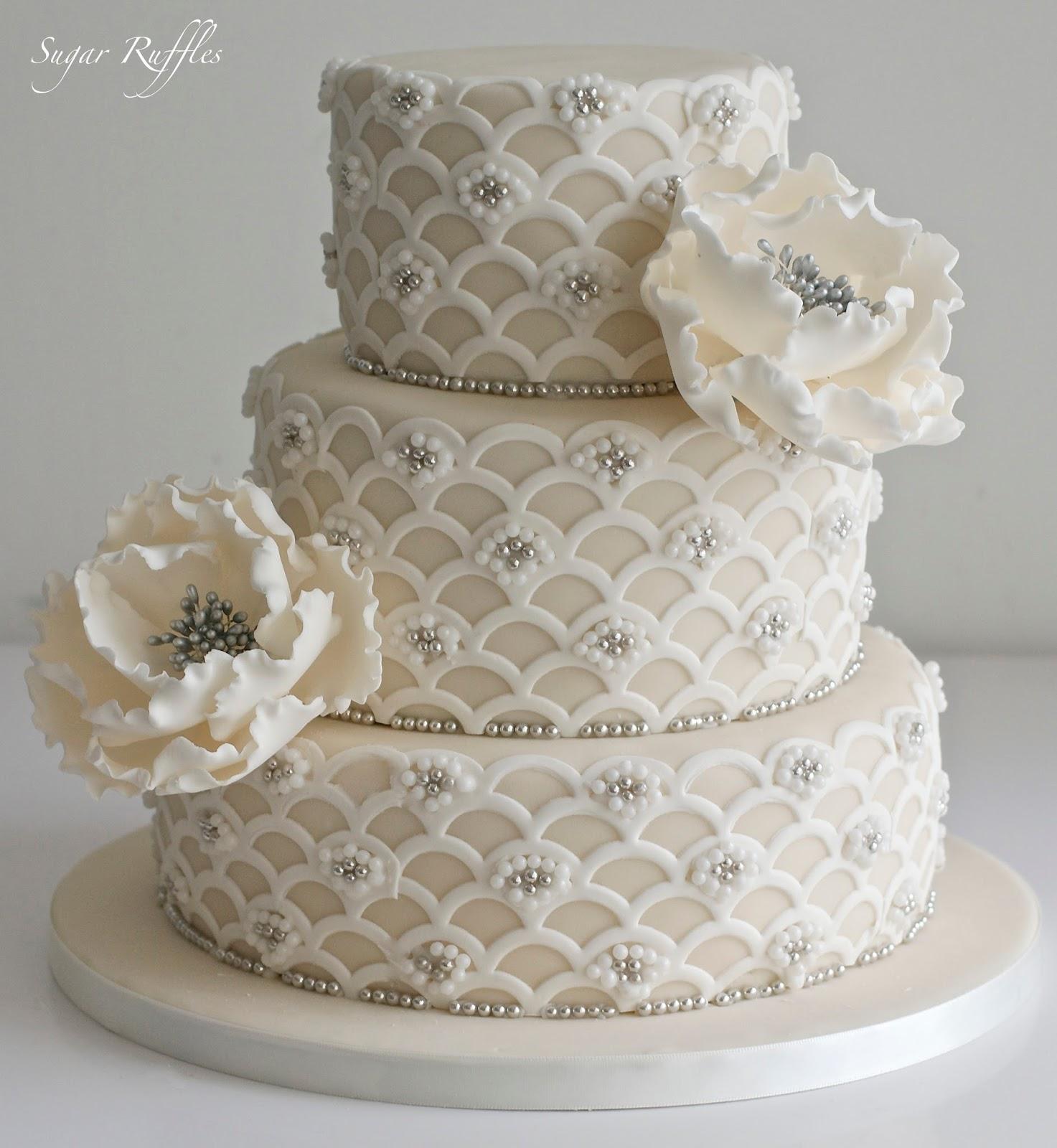 3 Tier Wedding Cakes 15 Stunning A tier wedding cake