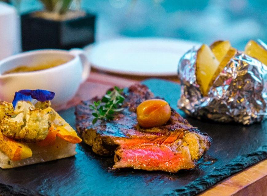 Steak Republic dengan Pilihan Daging Import Hadir di Agra Rooftop
