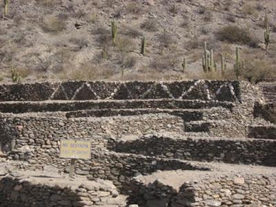 Resti dei muri di pietra a Quilmes