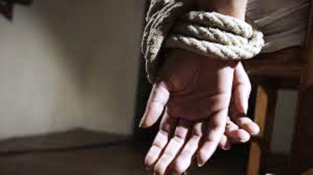Sexual Harassment in School | ಎಂಟರ ಬಾಲೆಯ ಮೇಲೆ ಲೈಂಗಿಕ ಕಿರುಕುಳ: ಶಾಲಾಧಿಕಾರಿಯಿಂದಲೇ ನಡೆಯಿತು ಹೀನ ಕೃತ್ಯ