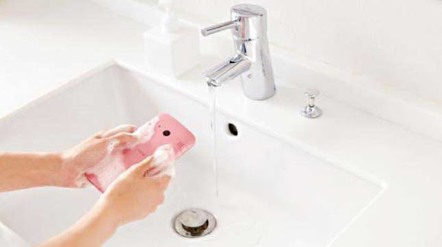 Smartphone-washable-with-soap-and-water