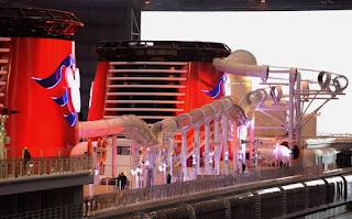 Montaña rusa acuática en crucero de Disney