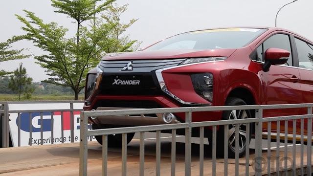 Fiture Mitsubishi Xpander sport warna merah