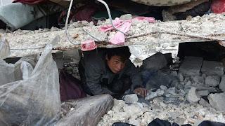 إدلب.. ارتفاع قتلى قصف النظام السوري وروسيا إلى 15 مدنياً