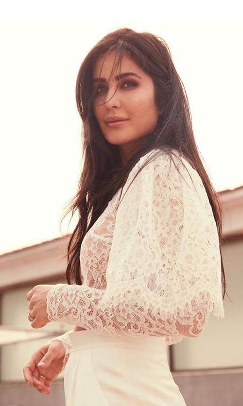Katrina Kaif figur ein crop top