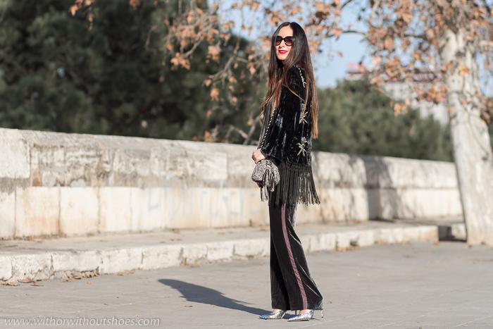 Look elegante para embarazada con traje kimono de terciopelo de Zara y zapatos Anita Flavina