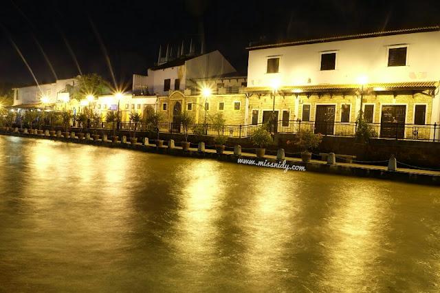 malacca river at night