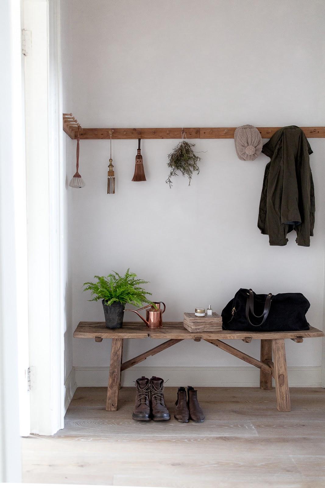 ilaria fatone - a comforting and minimal home - the minimal entrance