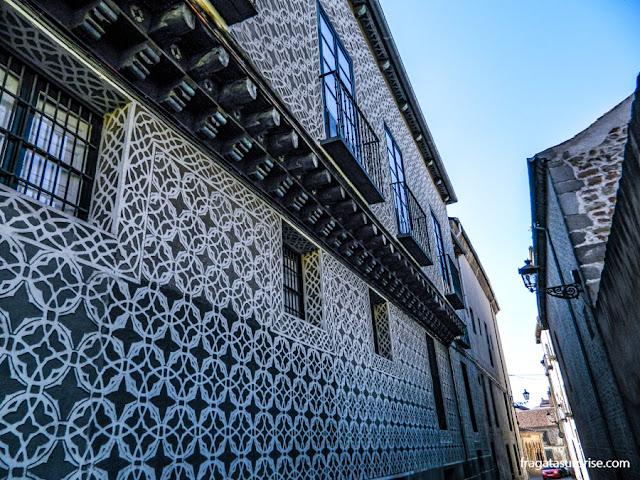 Fachada decorada em esgrafiado, técnica típica de Segóvia