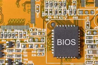 Sekilas Tentang BIOS ( firmware pada chip yang terletak di motherboard  )