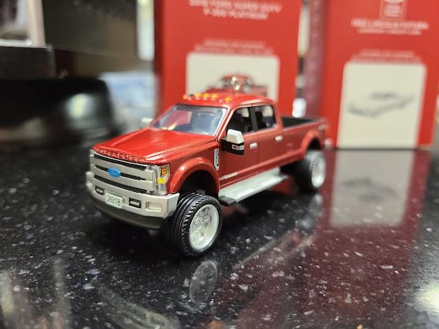 Hallmark Keepsake: 2018 Ford F-350 Super Duty Platinum Christmas Tree Ornament
