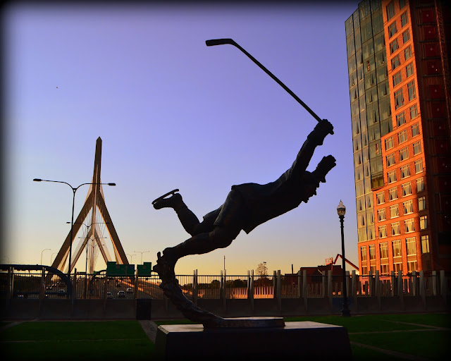 Bobby Orr, Stanley Cup, Statue Boston, Massachusetts, joyful