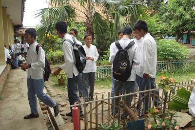 Kelas XI IPA 5 SMAN 1 KLARI Tahun 2011