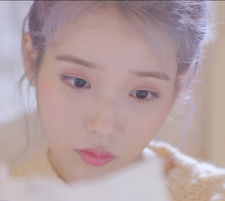 Download Lagu Mp3 MV IU – above the time (시간의 바깥)