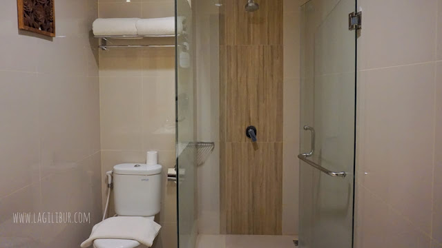 Bathroom Grand Deluxe Ramada Suites by Wyndham