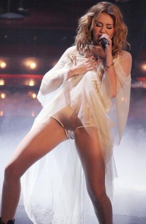 Miley cyrus crotch flash