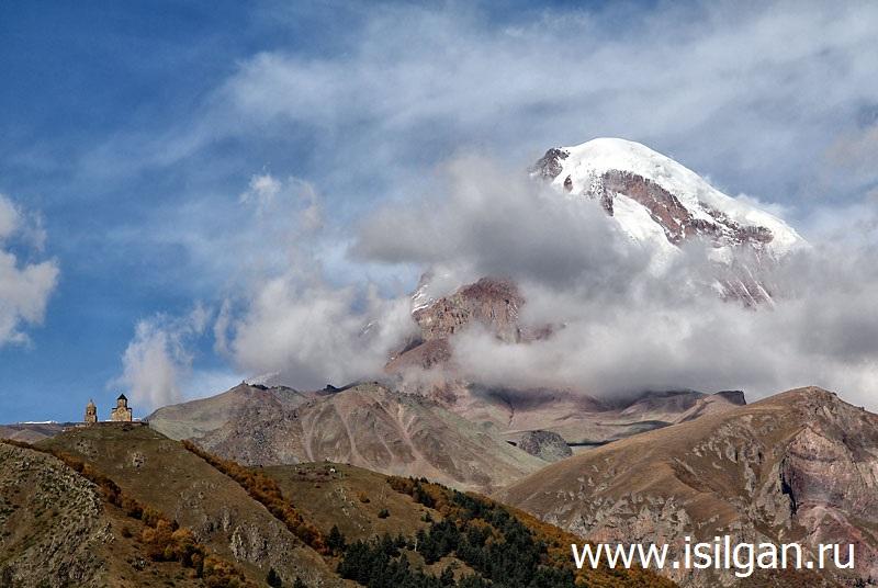 Гора Казбек и Троицкая церковь