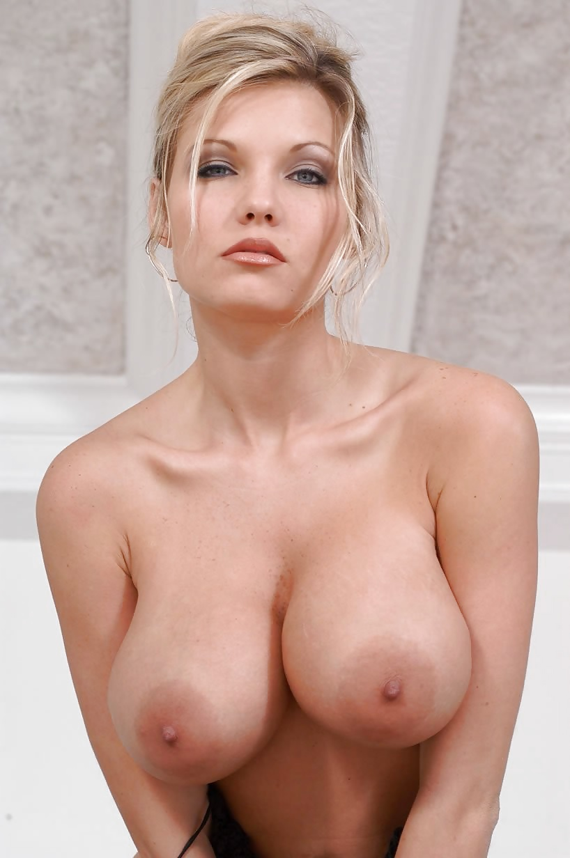 Blonde milf in the car shows her big boobs