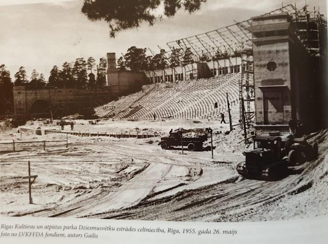 """26 мая 1955 года. Рига. Идет строительство Большой эстрады («Трибуна с эстрадой для массовых мероприятий в парке культуры и отдыха """"Межапарк""""»)"""