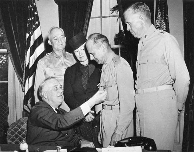 Roosevelts gives Doolittle Medal of Honor 19 May 1942 worldwartwo.filminspector.com
