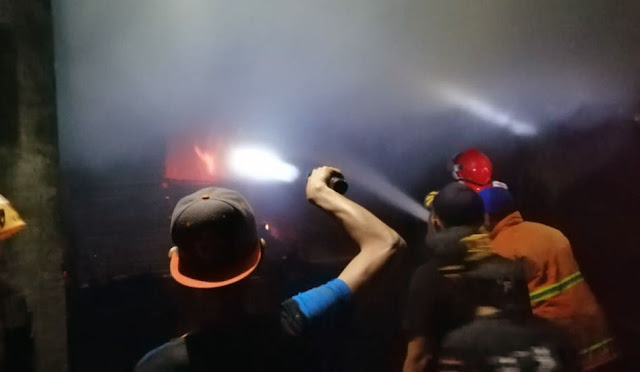 Kebakaran di pabrik kayu