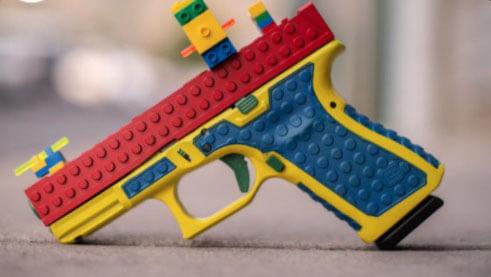 Arma com aparência de brinquedo