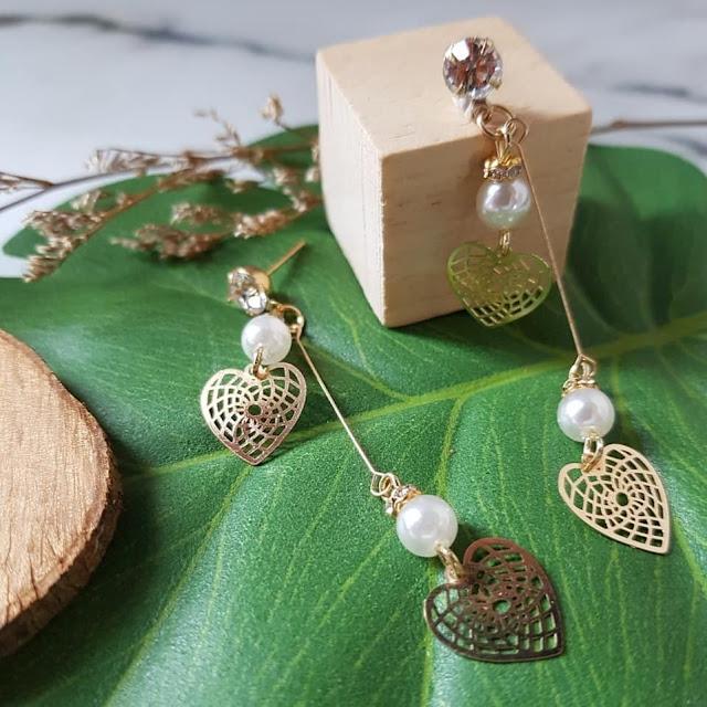 Dijual Anting Mutiara Putih dengan Hati Emas Berseni Cantik BERGANDA
