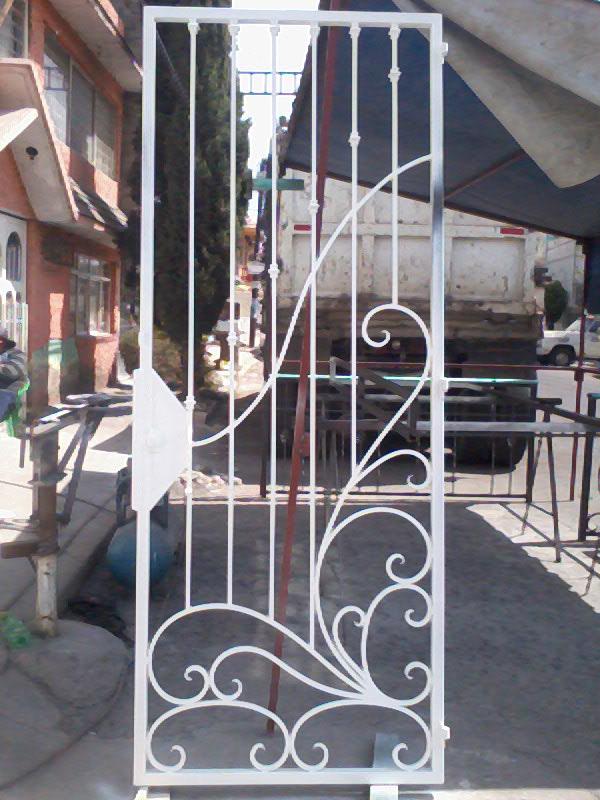 Herreria rincon puerta proteccion de forja - Adornos de pared de forja ...