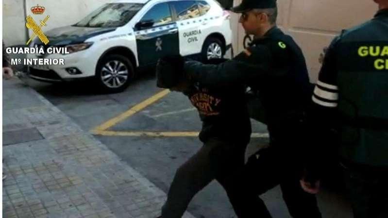 Un miembro de 'La Manada de Callosa' viola a otro preso en la cárcel penetrándole el ano con un palo