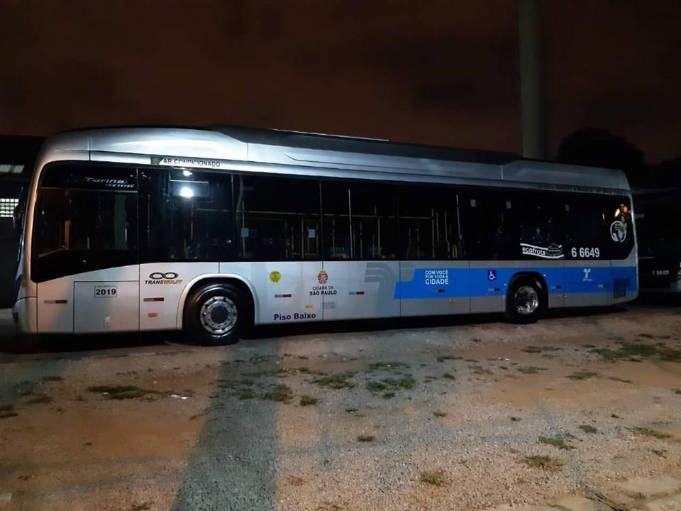 Nova pintura padrão dos ônibus da SPTrans na capital Paulista