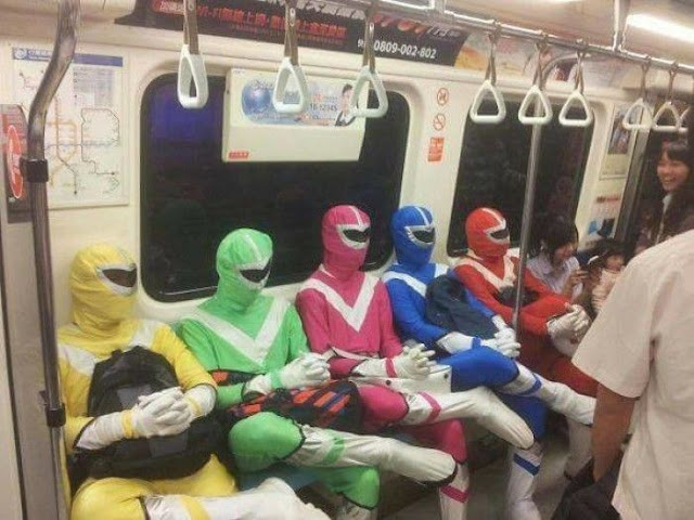 Dari Power Ranger hingga Goku, Inilah Deretan Penumpang Kereta Paling Aneh dan Bikin Geleng-geleng Kepala!