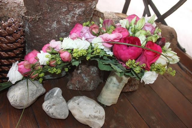 Brautstrauß mit Fuchsia-farbenen Pfingstrosen - fuchsia bridal bouquet - #wedding #fuchsia #wedding venue abroad #Riessersee #Garmisch #Bavaria