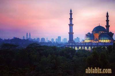 doa keluar masjid lengkap arab latin dan artinya