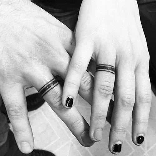 bold line wedding ring tattoo kalın çizgi yüzük parmağı dövmesi