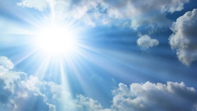 真夏の輝く太陽