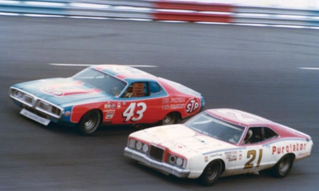 Final carrera NASCAR Daytona 1976 - David Pearson y Richard Petty