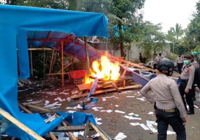 Aparat Gabungan TNI-Polri Musnahkan Tempat Judi King di Timika