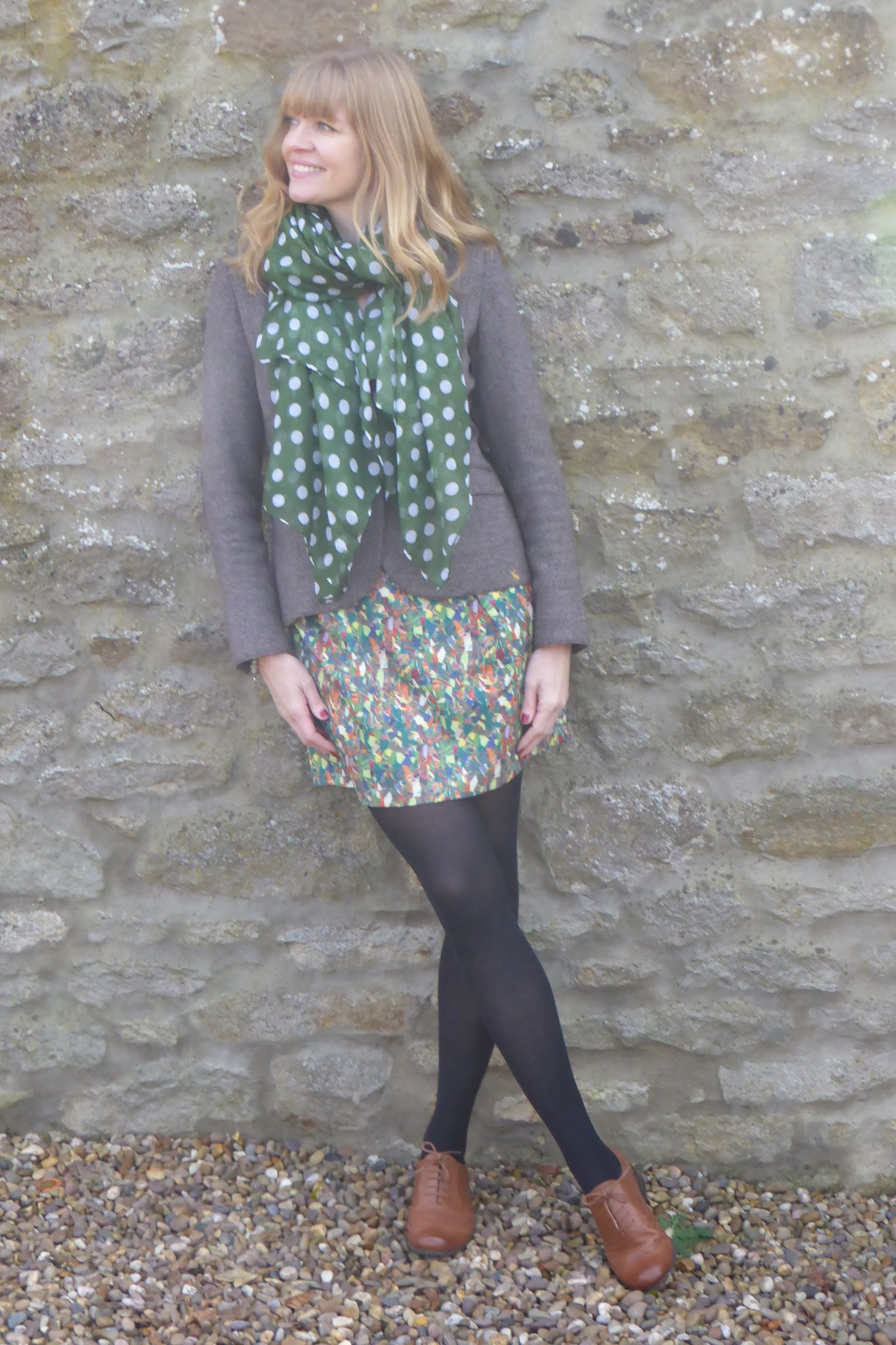 tan leather brogues witha dress and opaque tights