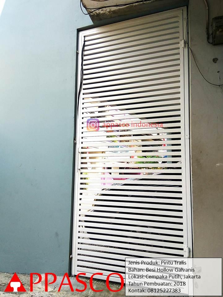 Pintu Teralis Besi Garis-garis Minimalis Cantik di Cempaka Putih