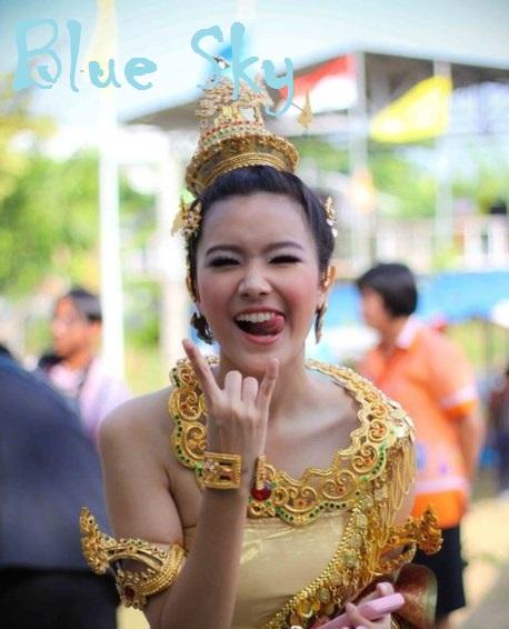 Galeri Foto Nattasha Nauljam dengn pakaian adat thailand