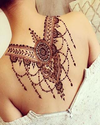 tatuaje de mándala en la espalda tumblr
