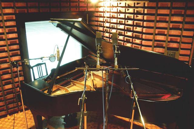 実際のスタジオでのピアノレコーディング写真