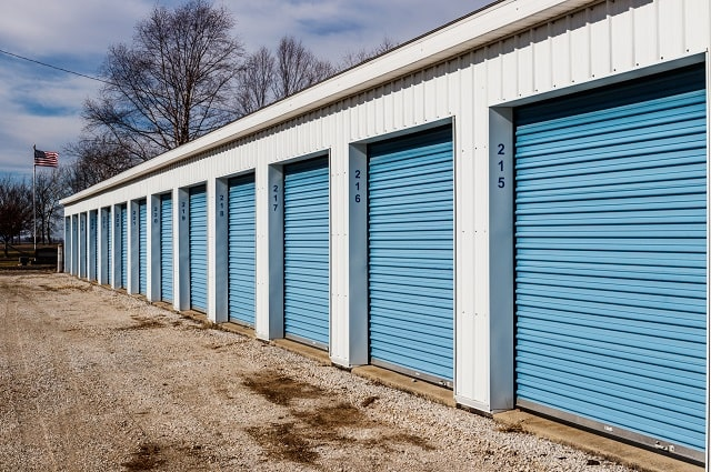 how to start a self storage business