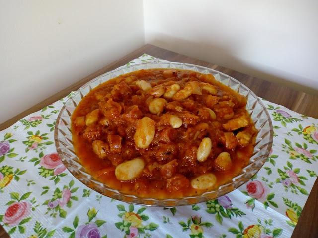 potrawka z fasoli i cukinii bigos z cukinii z fasola kociolek z cukinii i fasoli danie z cukinii potrawa z cukinia
