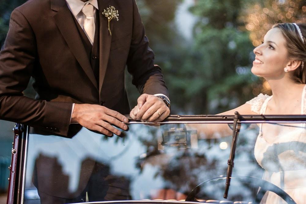casamento-juliana-alisson-noivos-carro-2
