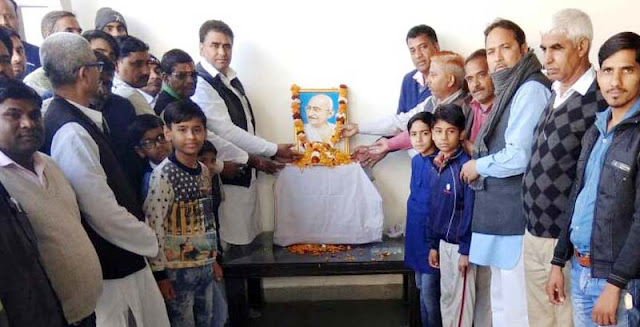 Congressmen gave homage tribute to President Mahatma Gandhi